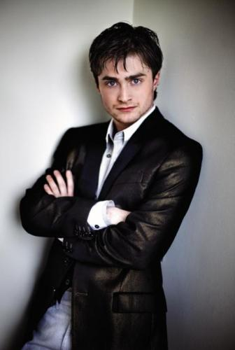 Dan-looking-HOT-daniel-radcliffe-15781568-460-690