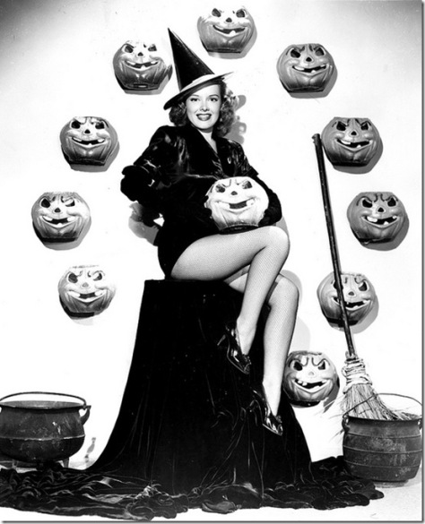 Classic Hollywood actress Virginia Welles, vintage Halloween pin-up girl photo[4]