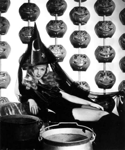 Veronica Lake halloween-pin-ups-001