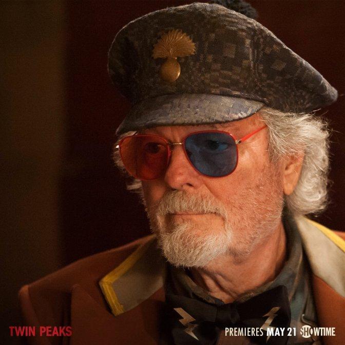 """Twin Peaks Uppsnack #23: En """"Då & Nu""""-jämförelse av pressfoton"""
